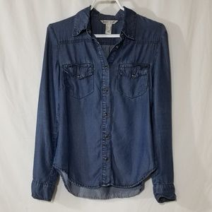 Mango Jeans blue shirt with pockets and snaps